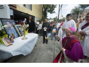 Bishop Vann prays at site of gang-related violence